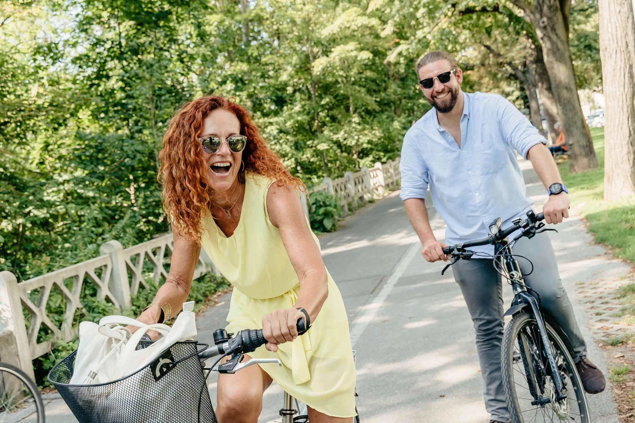 Mann und Frau auf Murradweg